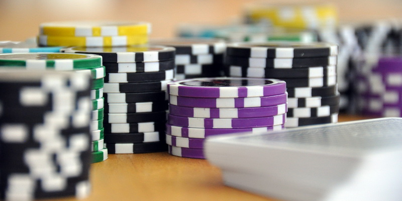 A lot of chips - how to play pot limit omaha
