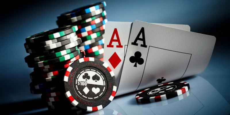 Basic poker terms and phrases - terminology - chips and cards