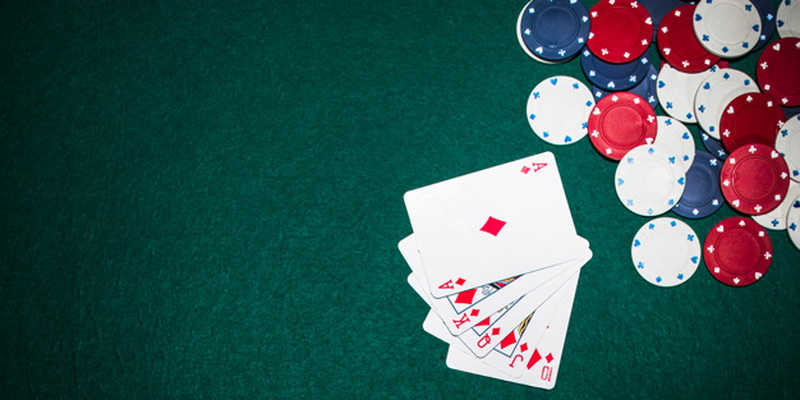 Five card and chips - texas holdem strategy