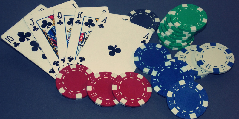 five cards and chips - how to play texas holdem poker